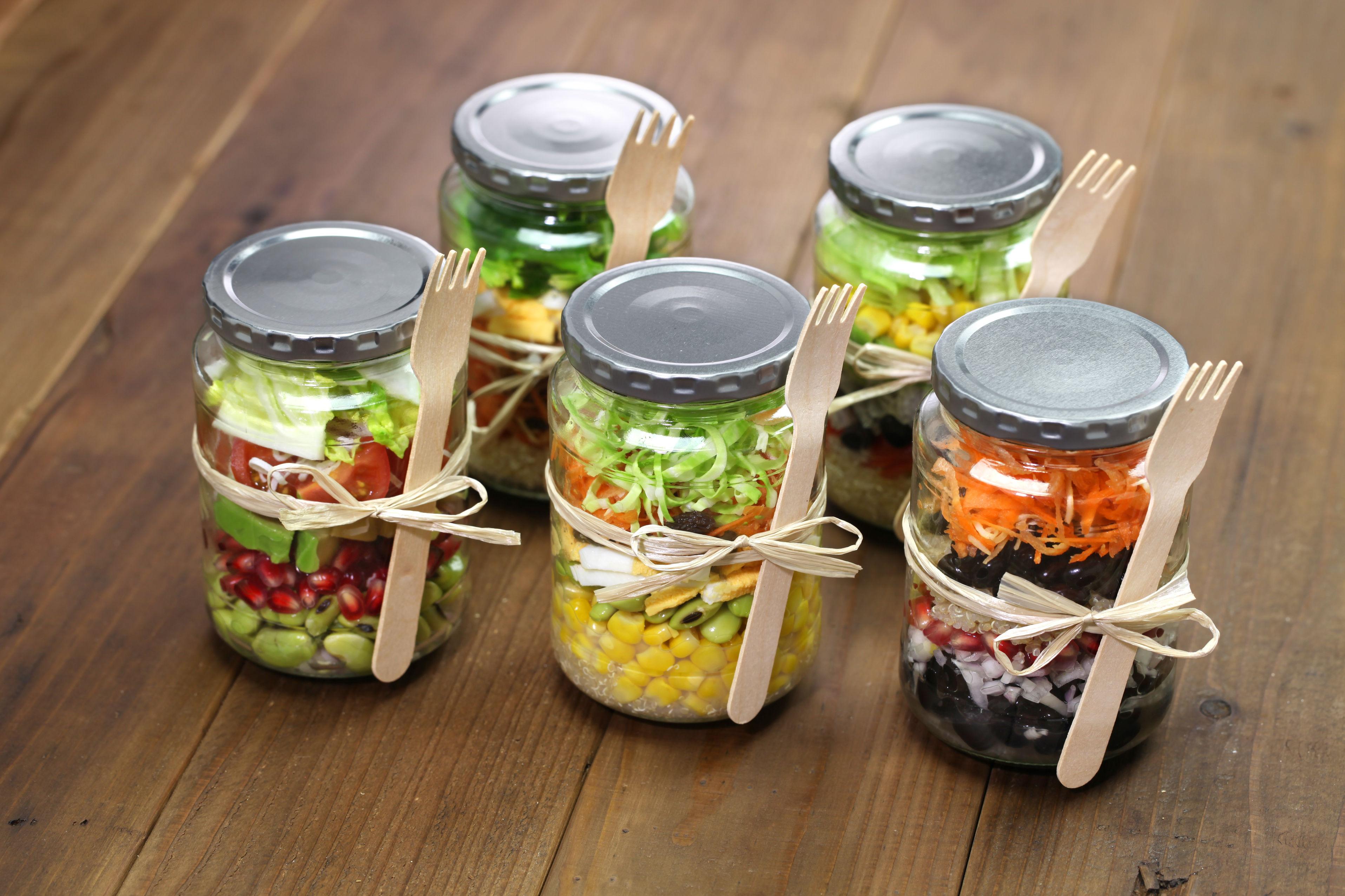 salade en bocal  pour déjeuner