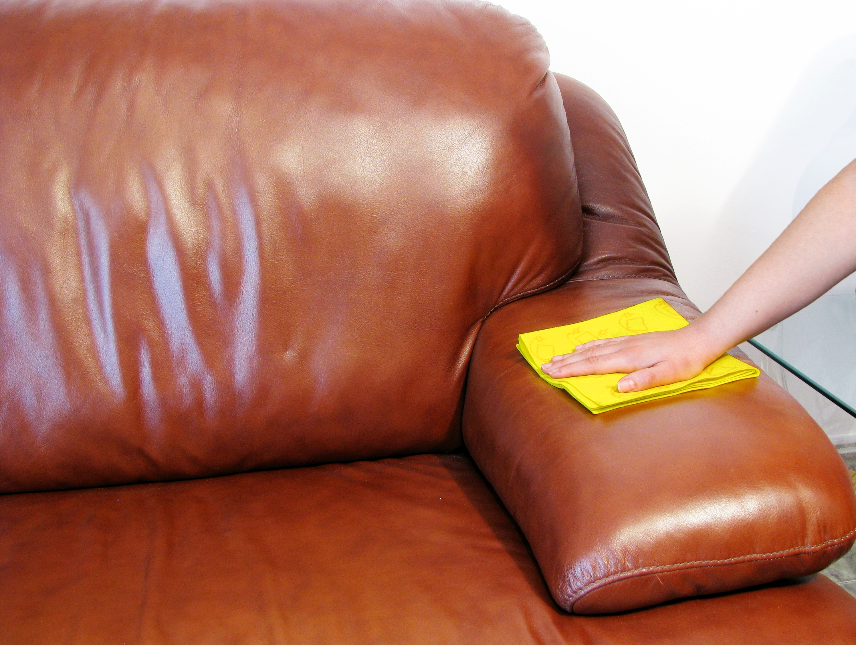Entretenir Canape En Cuir comment entretenir un canapé en cuir. le mag - visiondeco