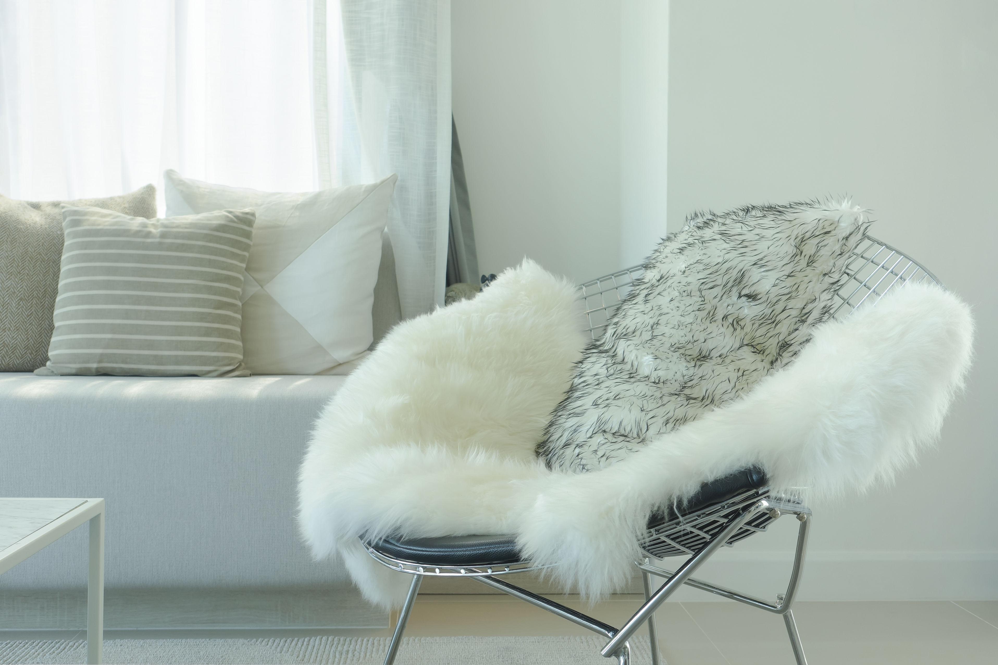 fauteuil avec peau de bete