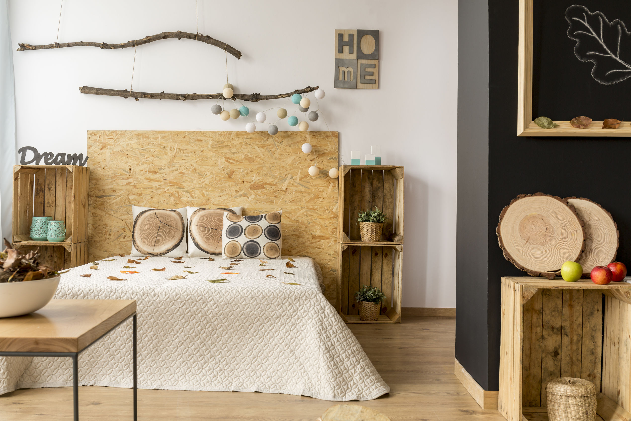 tableau tete de lit elegant tete de lit tiroir lit a tiroirs massako tiroirs ouvert avec tate. Black Bedroom Furniture Sets. Home Design Ideas