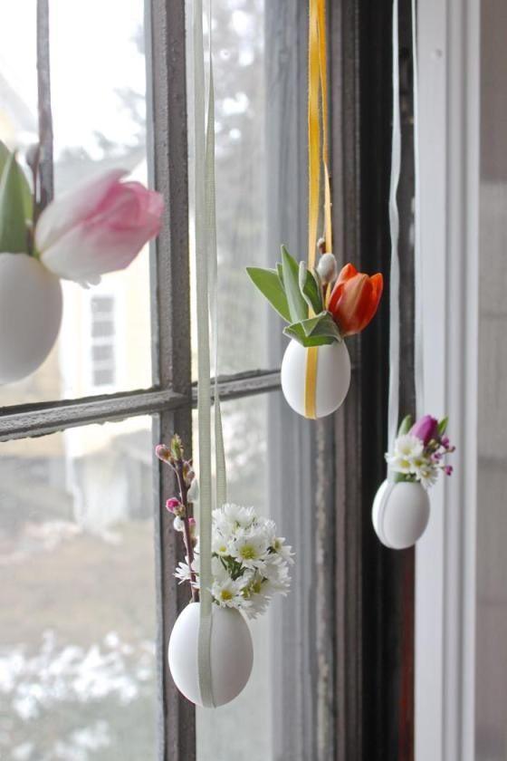 Oeufs Vases Suspendus Devant Fenetre