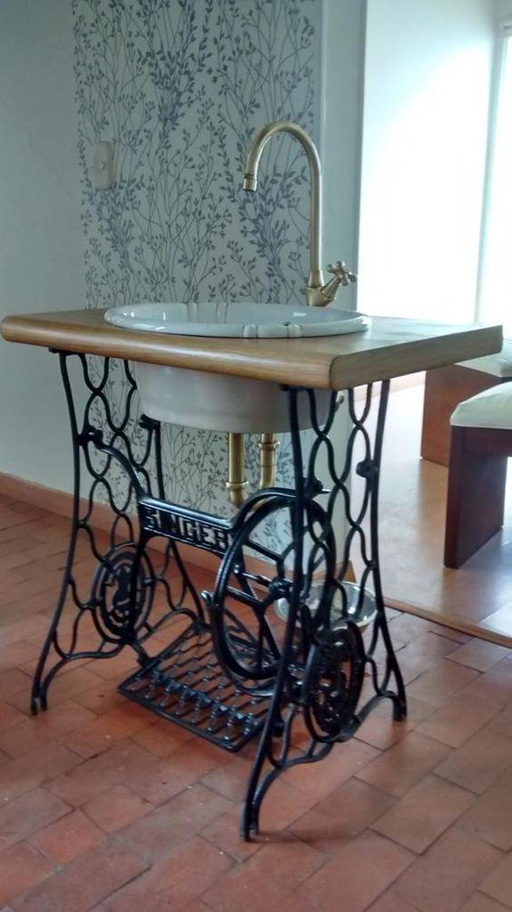 comment recycler une vieille machine coudre en meuble le mag visiondeco. Black Bedroom Furniture Sets. Home Design Ideas